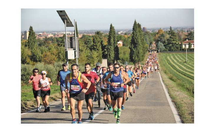 Giovani, camminatori e atleti veri: il fascino della Tre Monti è immutato