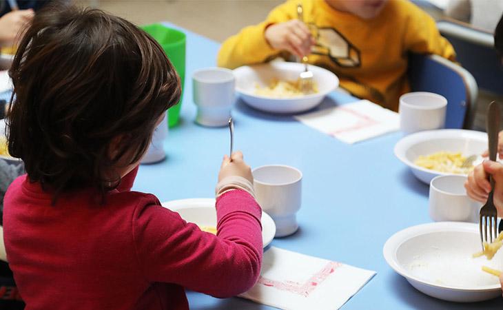 Metti un «pokè» nel piatto, a scuola c'è il laboratorio del gusto